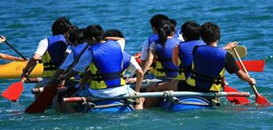 中山水上拓展项目之扎筏泅渡
