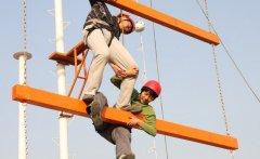 中山高空拓展训练项目之垂直天梯